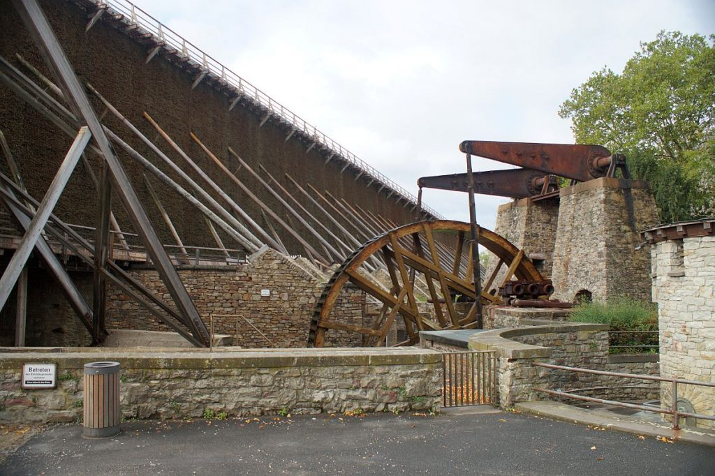 Gradierbau mit Wasserrad im Südpark Bad Nauheim