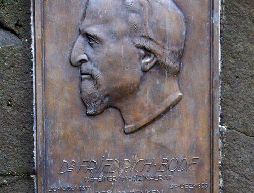 Gedenktafel für Badearzt Friedrich Bode in Bad Nauheim