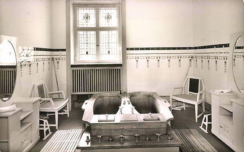 Badezelle für zwei Personen mit Doppelwanne Badehaus Bad Nauheim