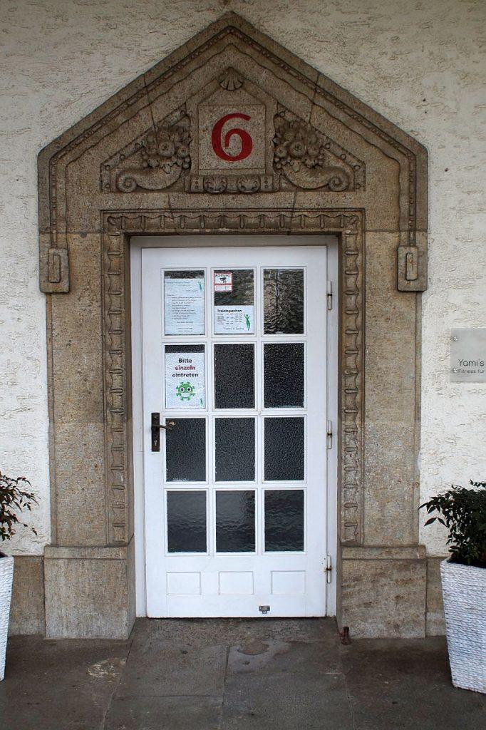 Eingangstür Badehaus 6 Bad Nauheim