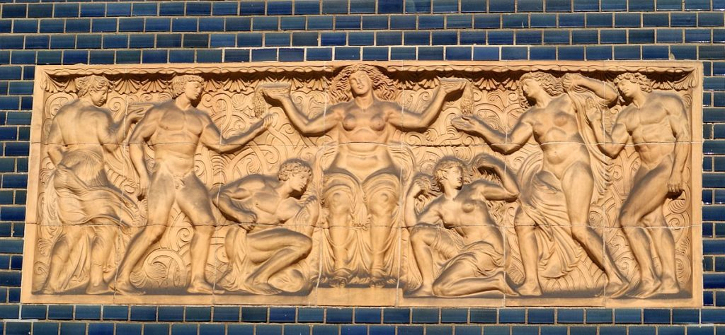 Relief im Schmuckhof von Badehaus 2