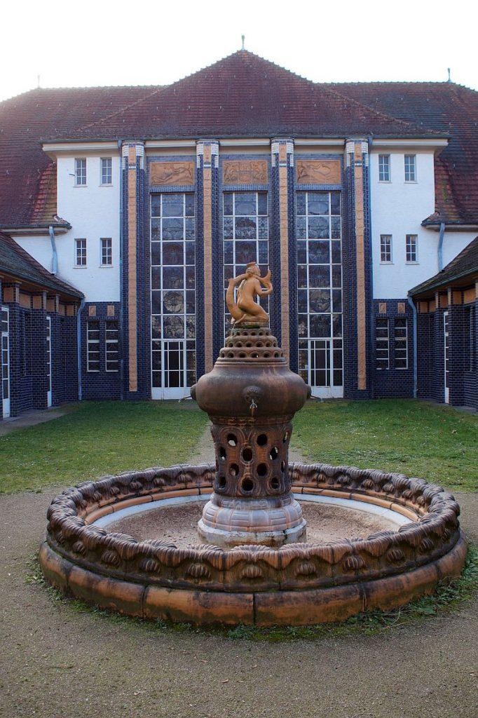 Schmuckhof mit Brunnen Badehaus 2 Bad Nauheim
